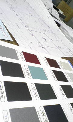 新工場、壁の色、屋根の色