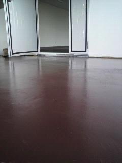 外壁は紫、さて床の色は?