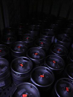 冷蔵車の中はビールでいっぱい